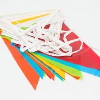 Slingers: Plastic vlaggetjes